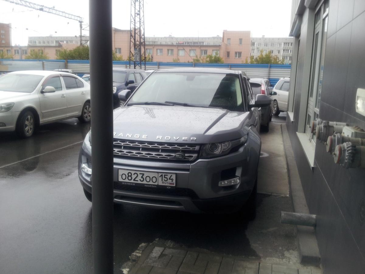 «Я паркуюсь как чудак»: Land Rover ООО —потравим жильцов
