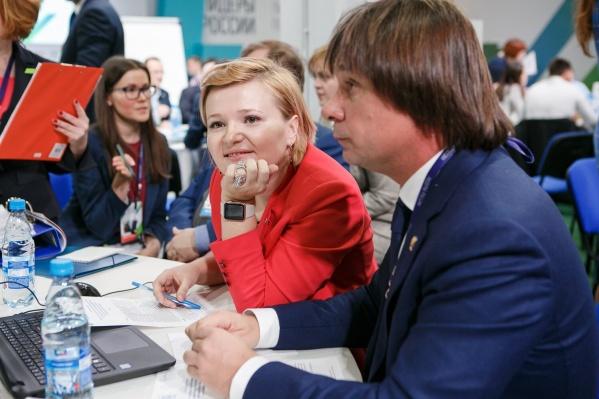 Один из победителей конкурса из Новосибирска — Евгений Покушалов из Национального медицинского исследовательского центра (на фото справа)