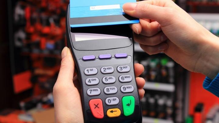 В Красноярске закупают устройства для расчета в маршрутках по банковским карточкам и смартфонам