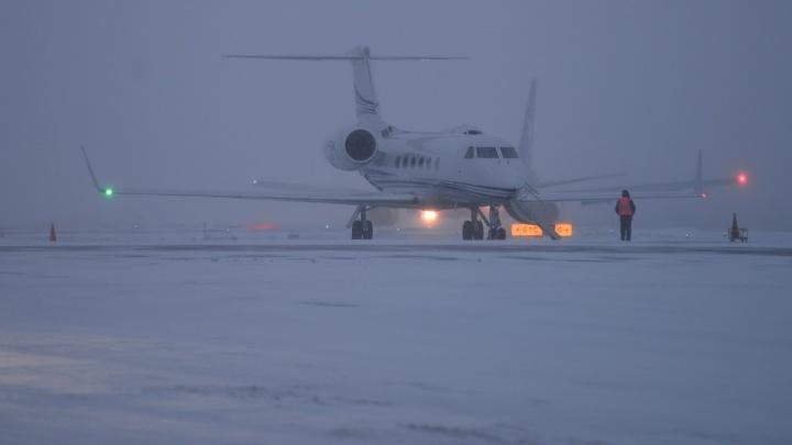 Уральцы на два часа застряли в самолёте во Внуково, чтобы переждать снегопад на другом конце Москвы