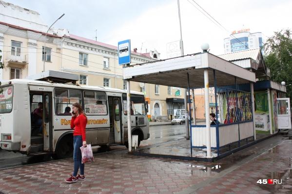 Вместо железных в центре Кургана продолжат устанавливать стеклянные остановки
