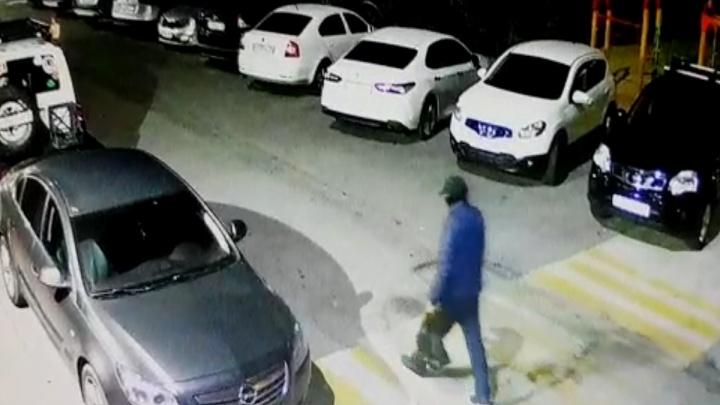 Машины вспыхнули не случайно: в Волгограде неизвестный в маске сжег иномарки бизнесменов