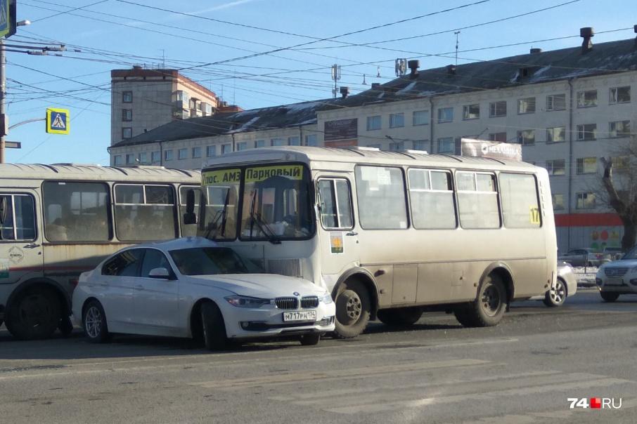 В мартовской аварии на перекрестке Курчатова и Воровского по вине водителя ПАЗа погиб ребенок, ехавший в BMW