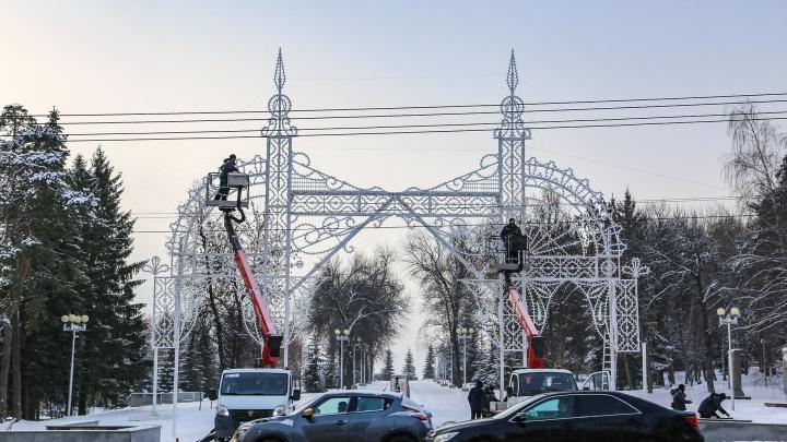 Итальянцы смонтировали в Уфе первую светящуюся конструкцию к Новому году