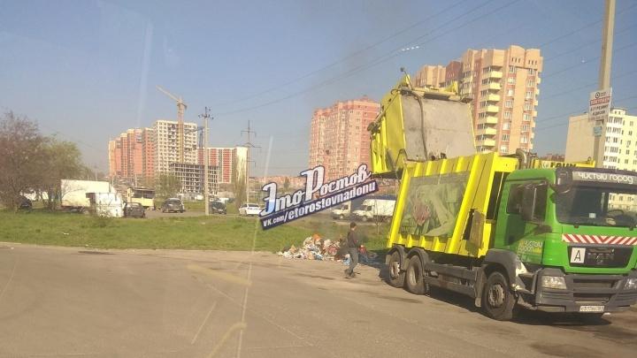 Огонь в машине: в Ростове сотрудники мусорной службы сгрузили отходы рядом с жилыми домами