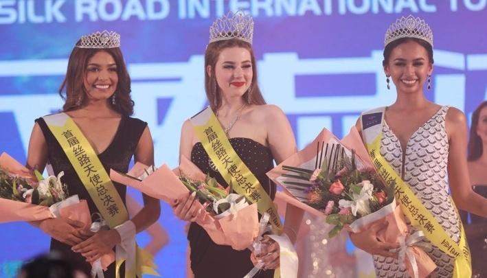 Юная красавица из Красноярска получила корону и титул «Королевы» на конкурсе красоты в Китае