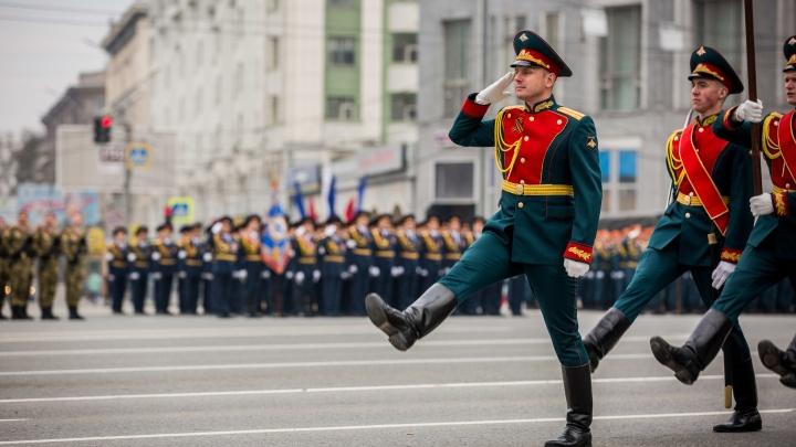 Показали выправку: в Новосибирске прошла первая репетиция парада Победы