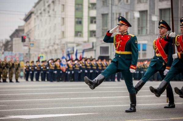 На главной городской площади отрепетировали смотр войск и военной техники