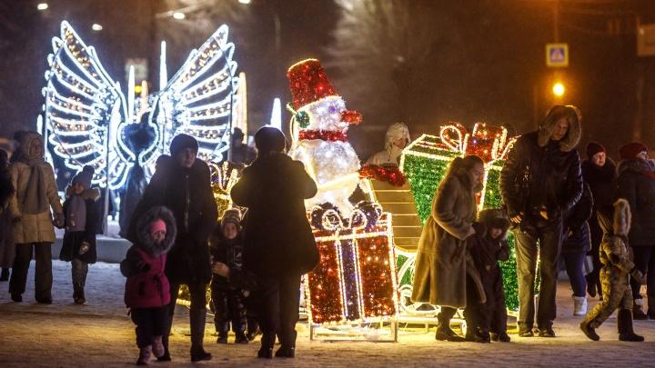 «Менее 10 000 рублей»: волгоградцы собираются дарить самые дешёвые новогодние подарки по России