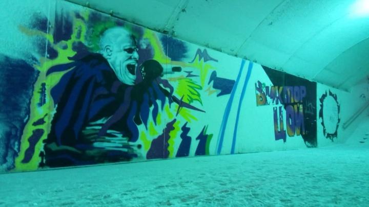 На Плотинке в подземном переходе нарисовали портрет вокалиста The Prodigy