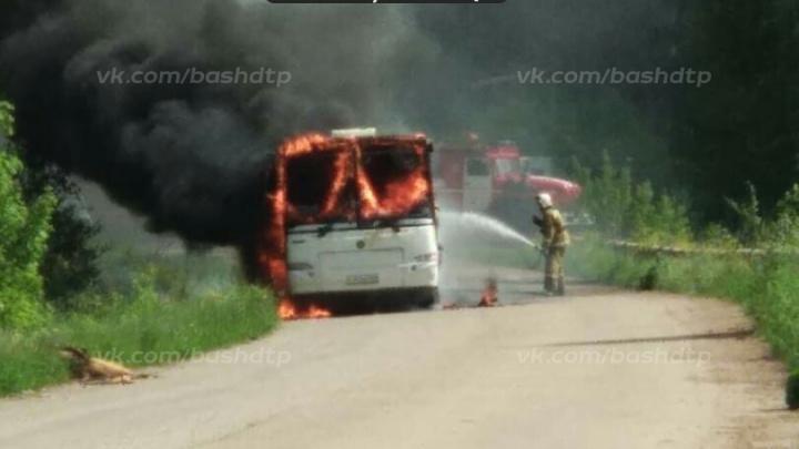 Выгорел дотла: в Башкирии загорелся автобус