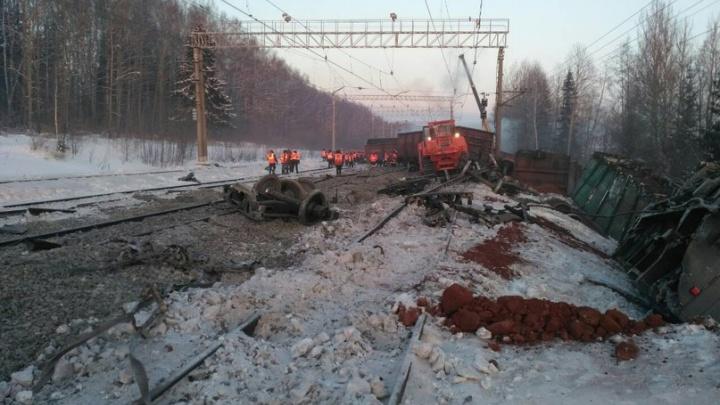 Очевидцы сняли на видео перевернувшийся поезд в Пермском крае