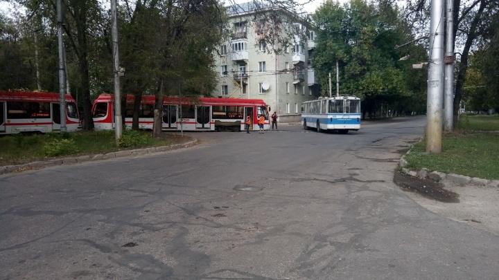 В Самаре на Ставропольской отменили движение трамвая № 13