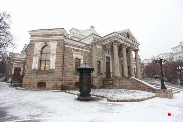 Ремонт хотели успеть сделать до Нового года, но неожиданно театру дали дополнительные деньги на реконструкцию зрительного зала