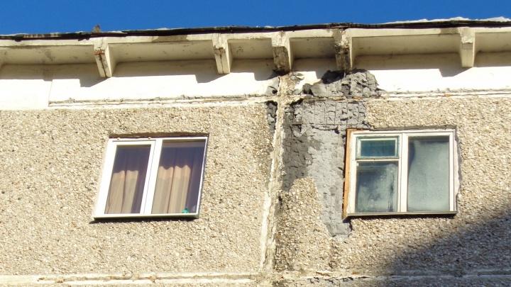 """""""Ситуация на уровне критической"""": в пятиэтажке на ЖБИ отвалились куски стены"""