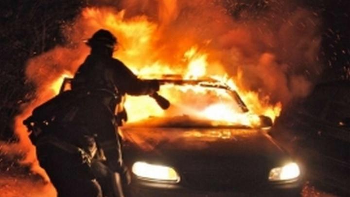Череда возгораний: за ночь на Дону сгорели еще два автомобиля