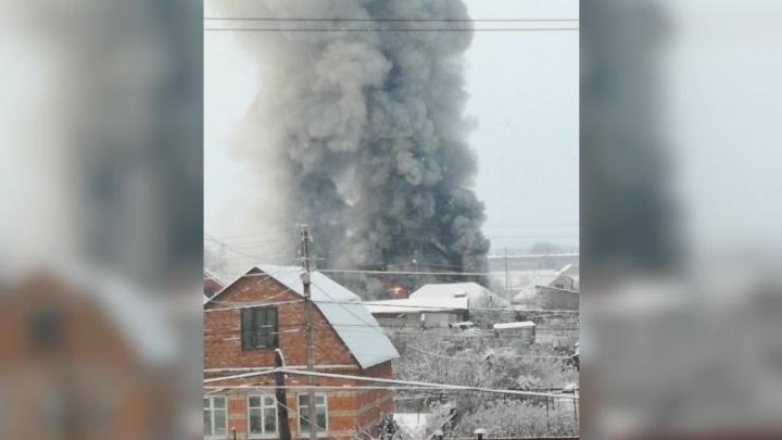 В Стерлитамаке горит двухэтажный дом