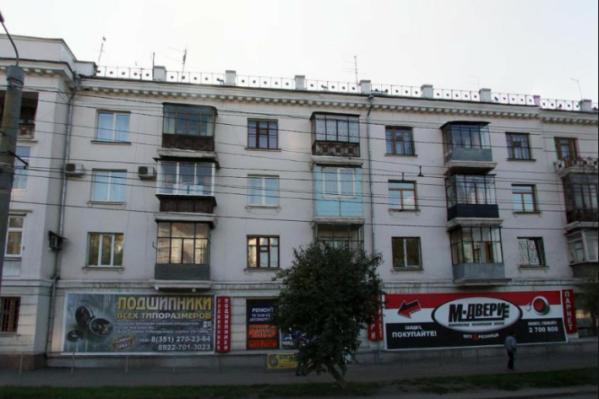 Конфликт произошёл около второго подъезда дома №8 на Свердловском проспекте
