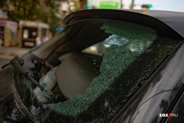При столкновении пассажир может вылететь через ветровое стекло