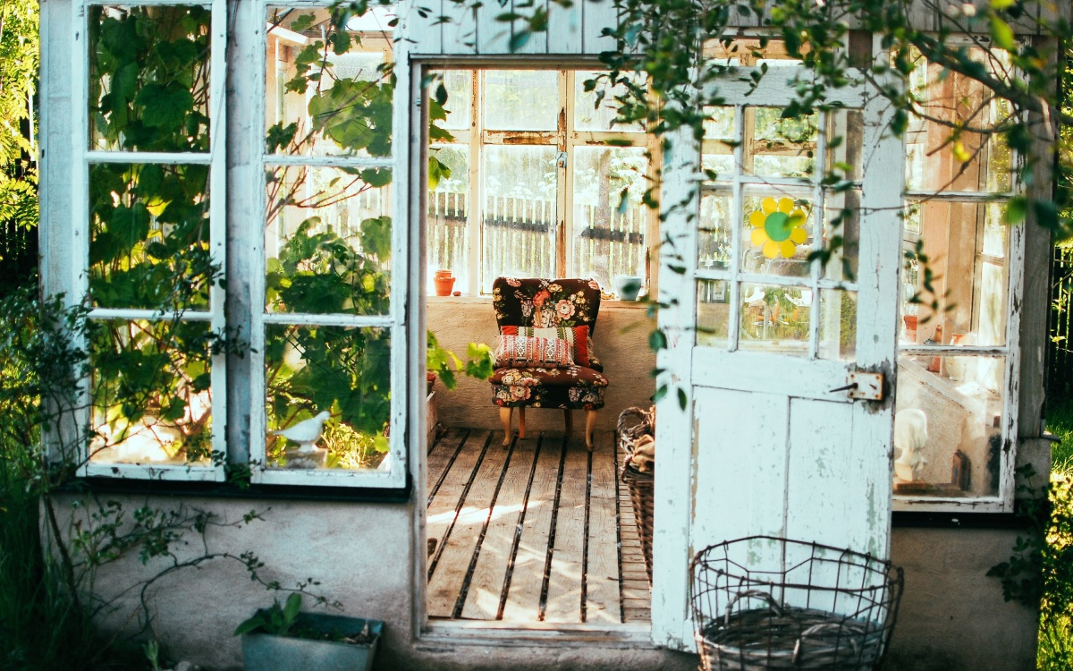 Чтобы летом не скучать: как купить дачу