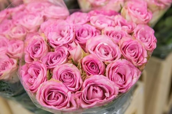 Цветочные магазины привезли ко Дню влюблённых в несколько раз больше цветов, чем в обычный день