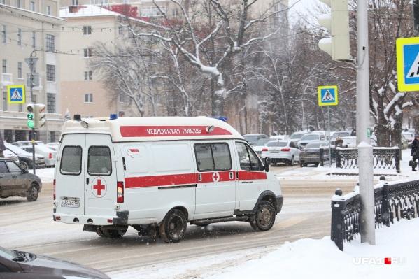 Скорая помощь увезла пострадавшего в больницу