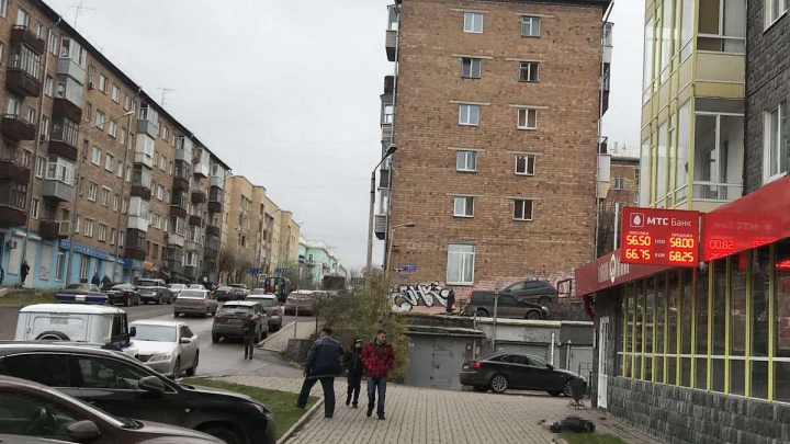 Мужчина выпал с 10-го этажа дома на Горького