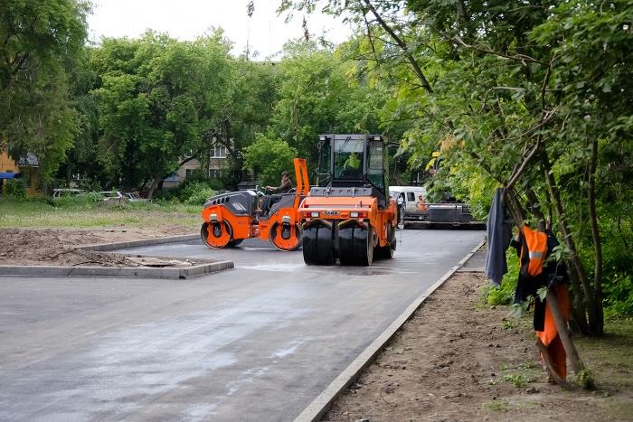 Отремонтированные дороги, тротуары и парковки появятся в 150 новосибирских дворах