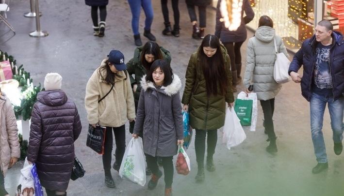 Для самых бедных: волгоградцам предлагают раскупить новогодние остатки с 80%-й скидкой