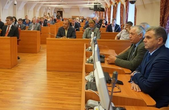 Мест хватило всем, кому надо: первое заседание Ярославской областной думы прошло строго по сценарию