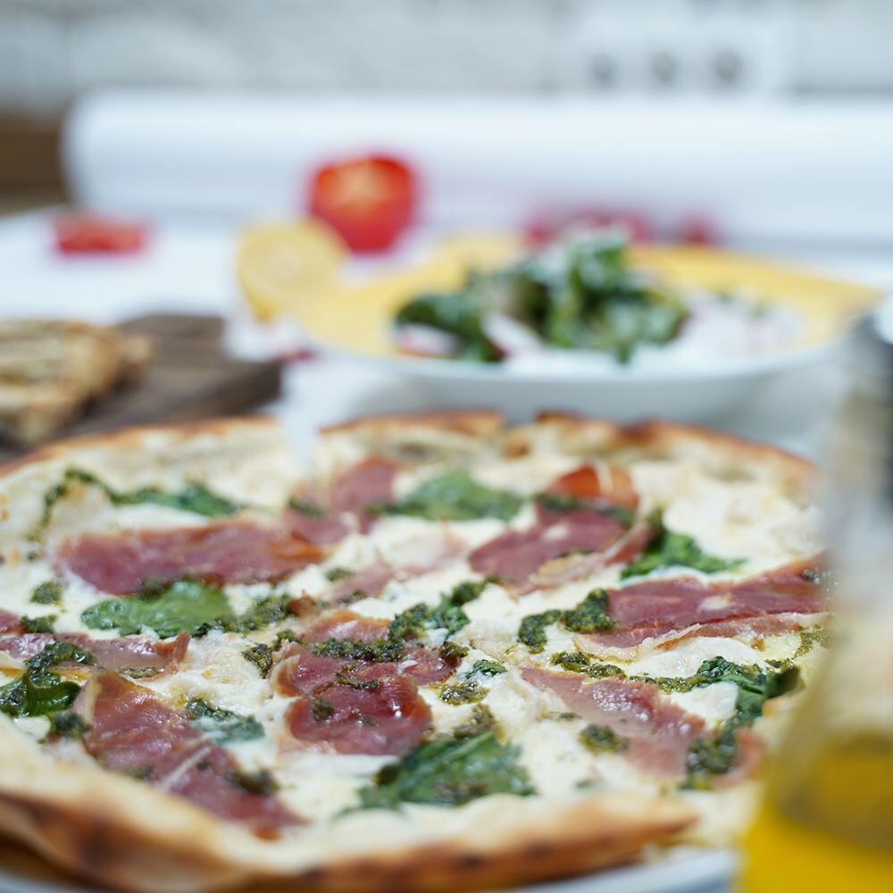 С хрустящей корочкой, сыром и сгущенкой: 10 самых вкусных пицц, которые готовят в Екатеринбурге