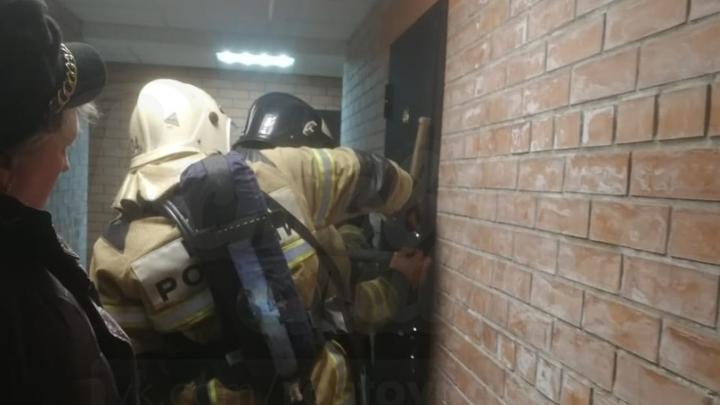 Ростовчанин зарезал молодую подружку и вылез голым в окно