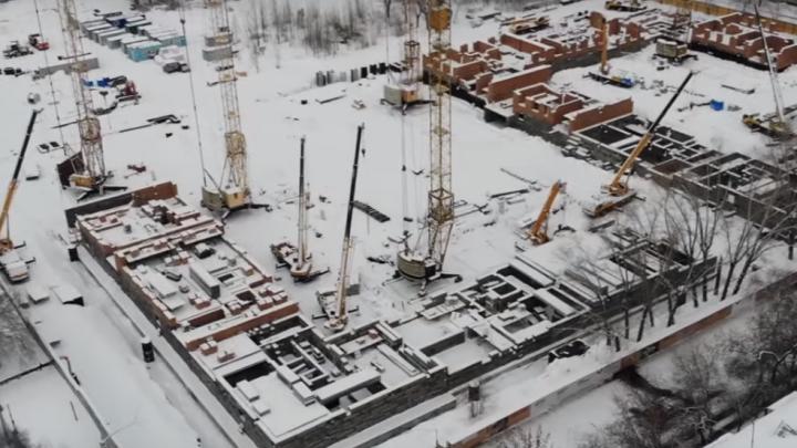 «Будут закрывать солнце»: смотрим с высоты на строительство многоэтажек на Панова