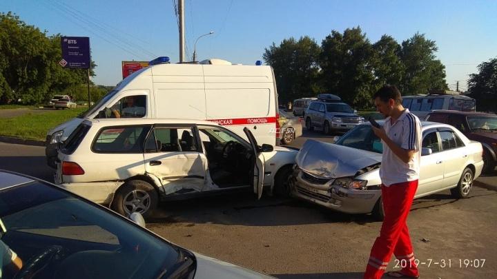 Три автомобиля столкнулись в Ленинском районе— есть пострадавшие