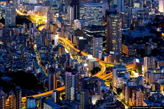 Развязка Итинохаси — один из элементов сложной сети скоростных автомагистралей Большого Токио