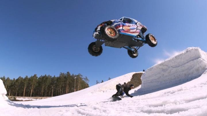 «Хотелось сделать что-то бомбическое»: Сергей Карякин прыгнул на багги через сноубордиста и лыжника