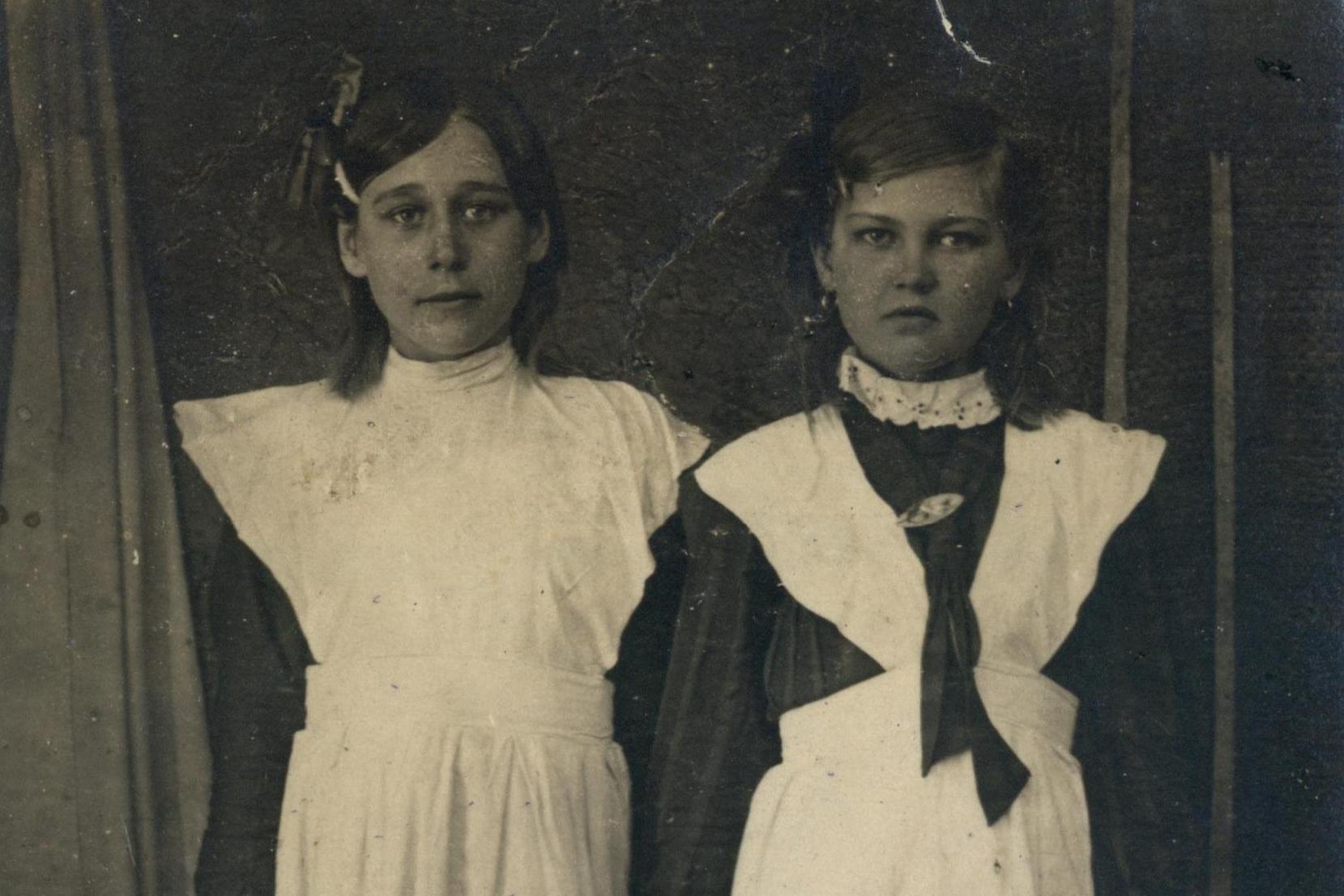 Дочь Афанасия Великанова (слева) в пионеры не взяли, видимо, из-за «подвигов» родителя