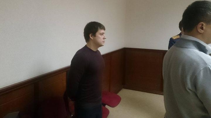 Арестованному чиновнику МУГИСО разрешили выходить из квартиры для прогулок с дочкой