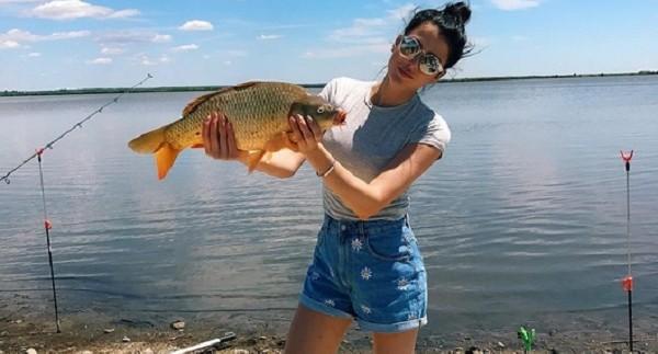 София Никитчук на съёмках в Ростовской области поймала огромную рыбу