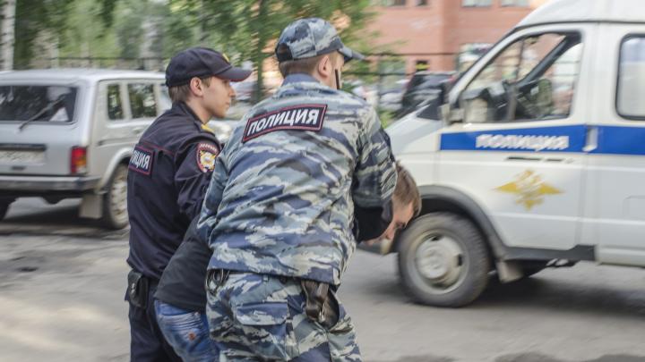 Везли четыре килограмма для закладок: в районе Котласа задержали наркоторговцев