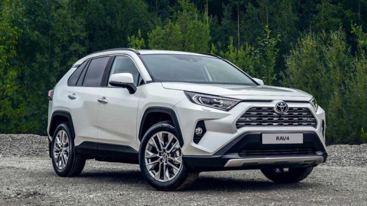 «Тойота» объявила цены на новый RAV4: теперь стоит, как «Прадо»