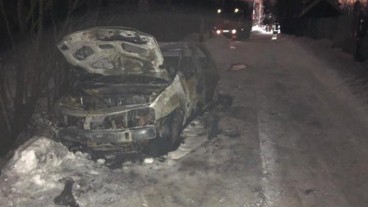 Под Архангельском в автомобильном пожаре погиб мужчина