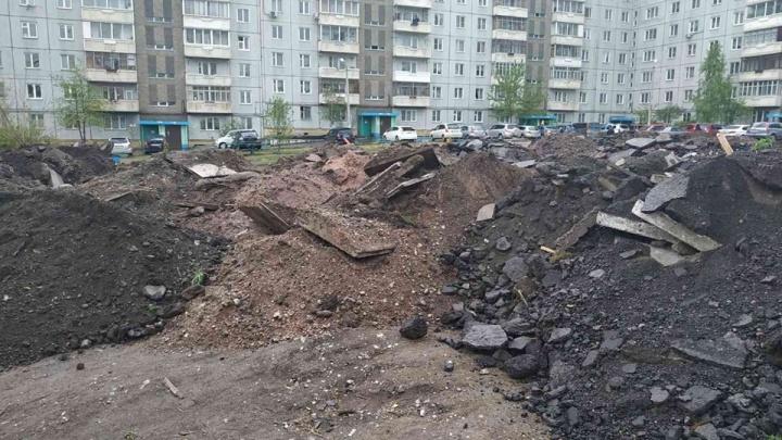 Во дворе на Кутузова старое овощехранилище засыпали строительным мусором