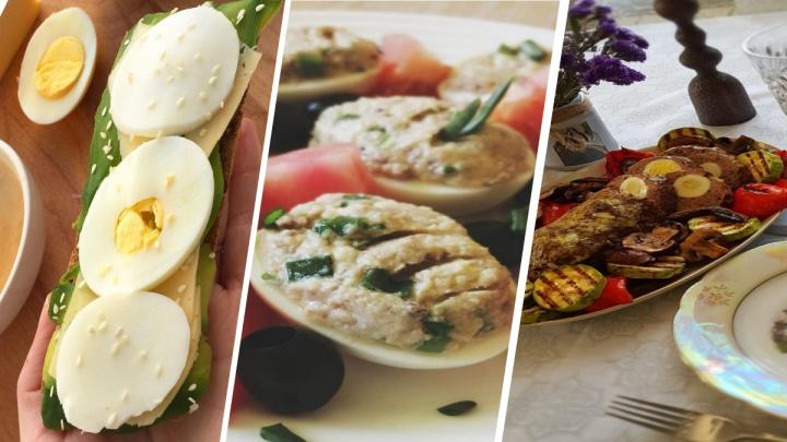 Отмечаем Пасху: четыре рецепта к празднику для тех, кто сварил слишком много яиц