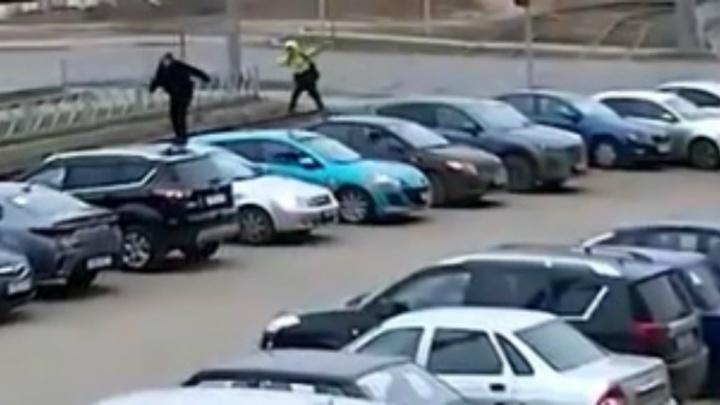 В Ярославле подростки-вандалы устроили скачки на автомобилях. Видео