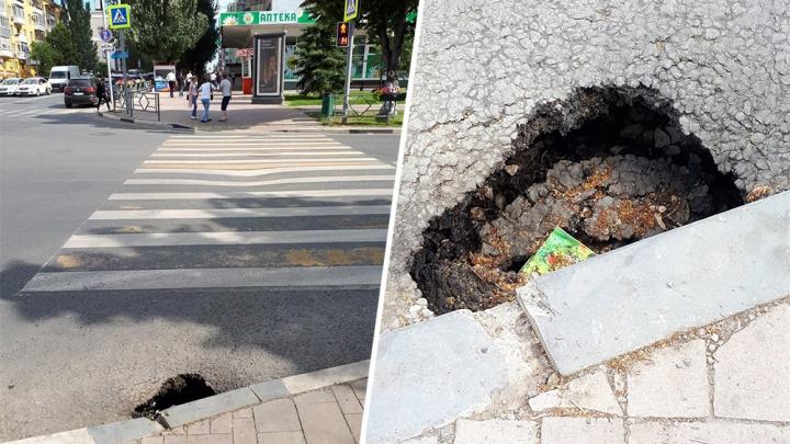В центре Самары асфальт провалился на пешеходном переходе