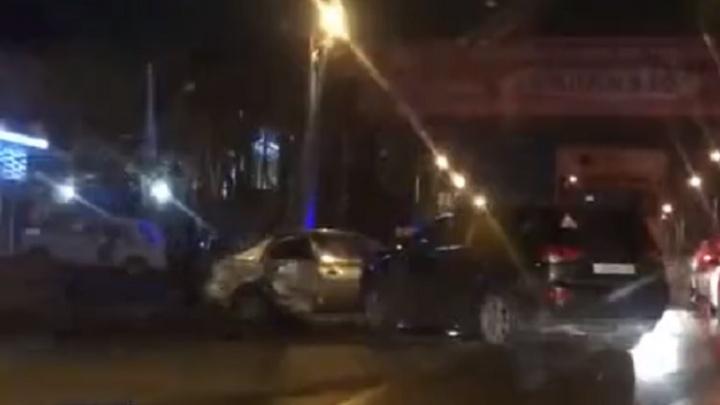Трое получили травмы: на Менжинского столкнулись две легковушки