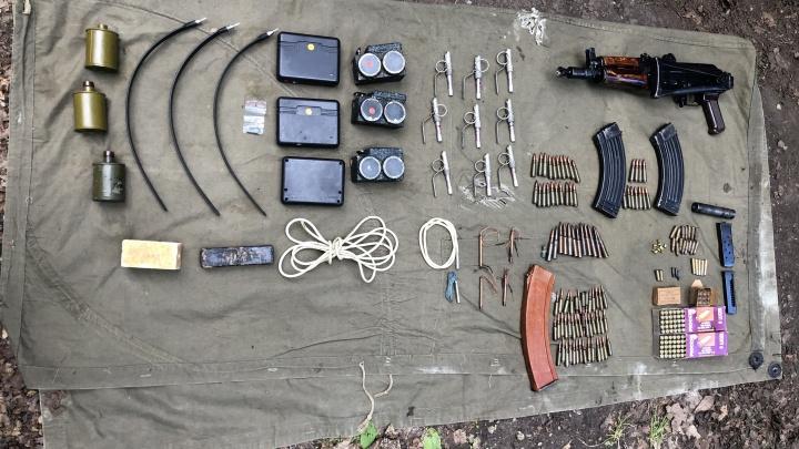 След «Законовских»: в Красноглинском районе нашли схрон оружия и взрывчатки