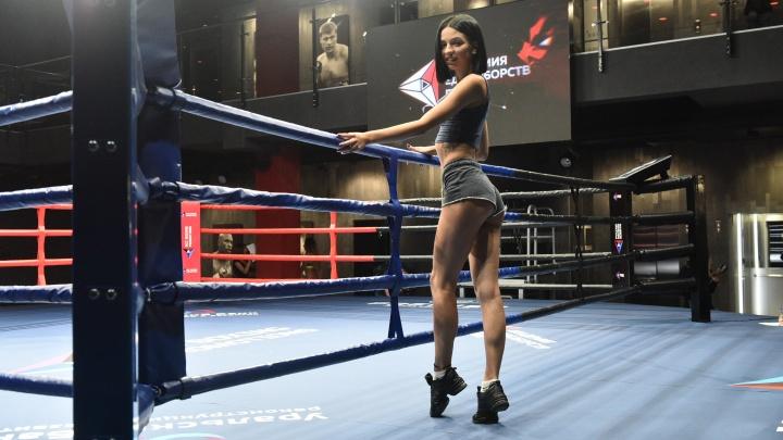Выбирали из 40 красоток: кастинг ринг-гёрлз в Екатеринбурге в прямом эфире