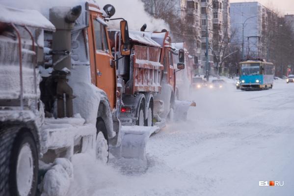 Снегоуборочную технику мы застали на улице Викулова